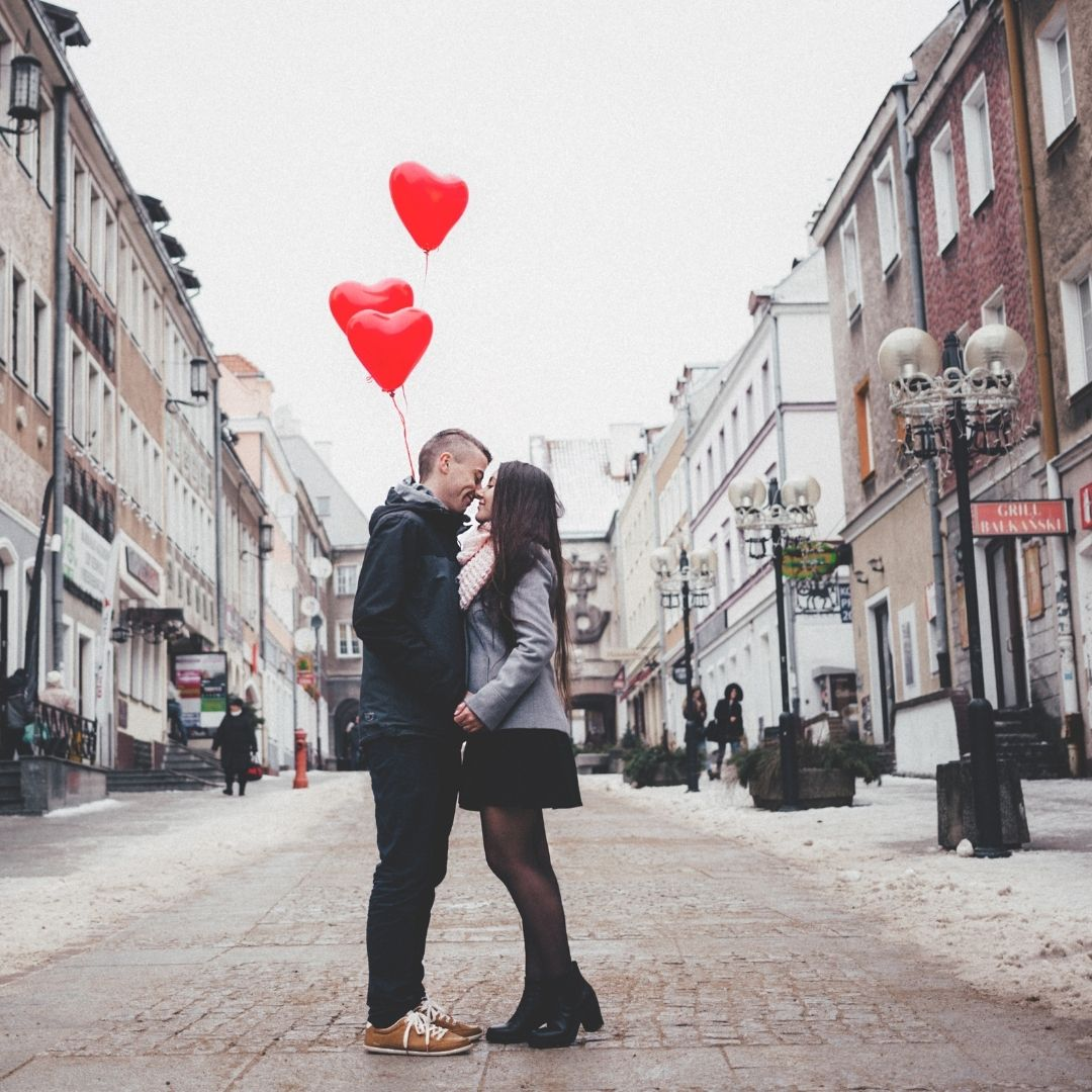 couple with love baloons